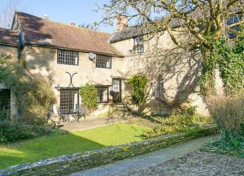 Thumbnail 4 bed cottage to rent in Market Street, Charlbury, Chipping Norton