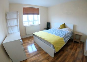 Room to rent in Fulham Road, London SW6