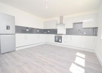 3 bed flat to rent in High Road, Chadwell Heath RM6