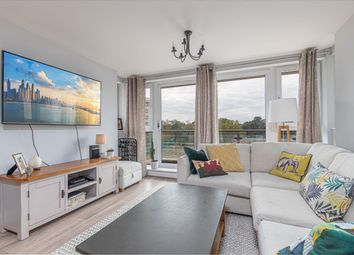 Smugglers Way, London SW18. 2 bed flat for sale