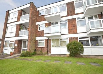 Thumbnail 2 bedroom flat to rent in Vernon Road, Leigh On Sea, Essex