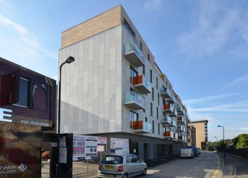 Thumbnail 1 bed flat to rent in Wiltshire Row, Islington