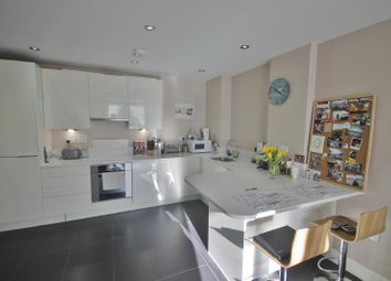 Thumbnail 1 bed flat to rent in Magdalen Road, Earlsfield, London