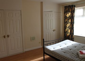 Thumbnail 3 bed flat to rent in Woodside Lane, London