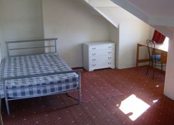 Thumbnail 5 bed flat to rent in Queens Road, Leeds