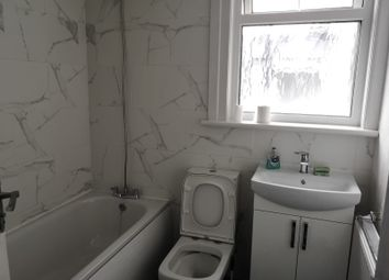 2 bed maisonette to rent in Warham Road, London N4