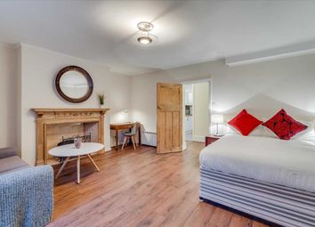 Room to rent in Compton Road, London N1