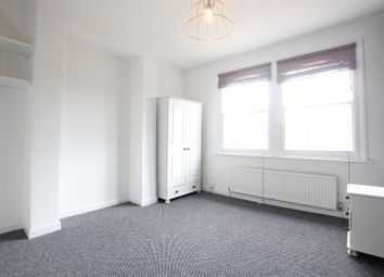 Thumbnail 4 bed flat to rent in Shaftesbury Road, Archway