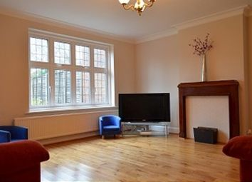 3 bed property to rent in Forestdale, London N14