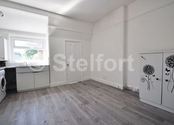 2 bed flat to rent in Woodside Park Road, London N12
