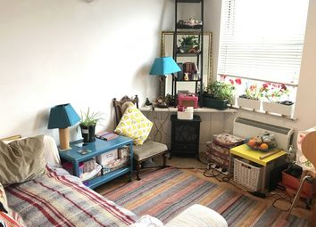 Thumbnail 1 bed flat to rent in Battersea High Street, Clapham Junction