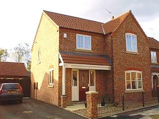 Thumbnail 4 bed semi-detached house to rent in Cannon Close, Newark
