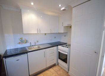 Thumbnail 1 bedroom flat to rent in Woods Road, Caversham, Reading