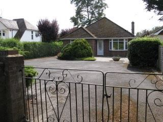 Thumbnail 3 bed bungalow to rent in Botley Road, Romsey