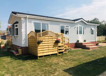 2 bed mobile/park home for sale in Thorpe Road, Tattershall Thorpe, Lincoln LN4