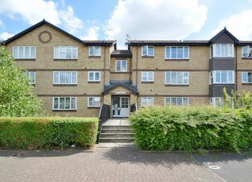 2 bed flat to rent in Stubbs Drive, London SE16