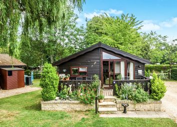 Thumbnail 2 bed mobile/park home for sale in Lincoln Farm Park, Standlake, Witney
