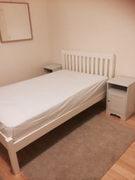 Thumbnail Studio to rent in Single Bedsit, Hounslow