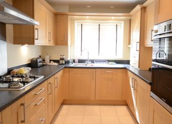 Thumbnail 1 bedroom flat to rent in Headley Road, Woodley, Reading