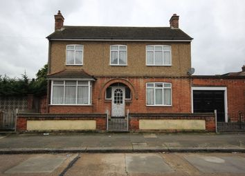 Thumbnail 3 bedroom detached house to rent in Gordon Road, Chadwell Heath, Romford