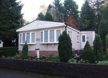 2 bed mobile/park home for sale in Partridge Place, Turners Hill, West Sussex RH10