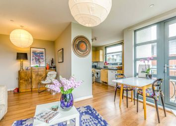 Thumbnail 2 bedroom flat to rent in Southgate Road, De Beauvoir Town, London