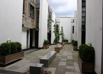 Thumbnail 2 bed mews house to rent in 1A Waterloo Terrace, Islington