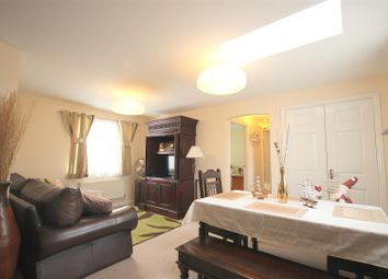 Thumbnail 2 bed flat to rent in Chapel Close, Wantage