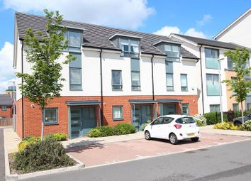 Thumbnail 3 bed town house to rent in Greenham Avenue, Reading
