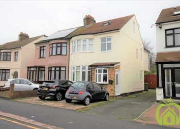 Thumbnail 6 bed detached house to rent in Standen Avenue, Hornchurch