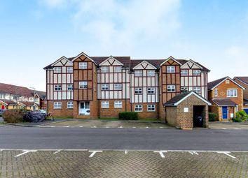 2 bed flat for sale in Lorne Gardens, Knaphill, Woking GU21