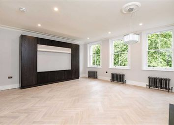 Thumbnail 3 bed flat to rent in Kensington Gardens, London
