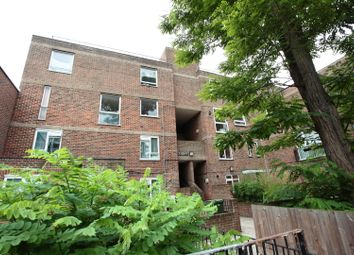 3 bed flat to rent in St. Peter's Close, London E2