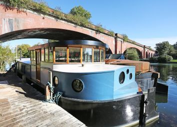 Thumbnail 2 bedroom houseboat for sale in Chauntry Close, Maidenhead