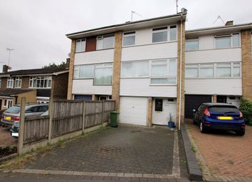 4 bed property to rent in Meadow Rise, Billericay CM11
