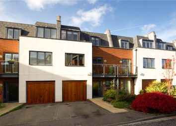 3 bed mews house for sale in Kings Gate, Horsham, West Sussex RH12