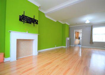 2 bed property to rent in Skinner Street, Gillingham ME7