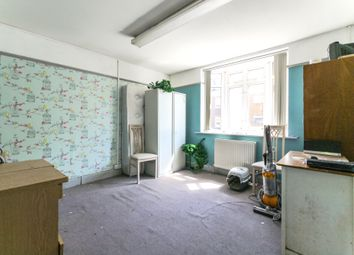 1 bed flat to rent in Clarence Street, Staines TW18