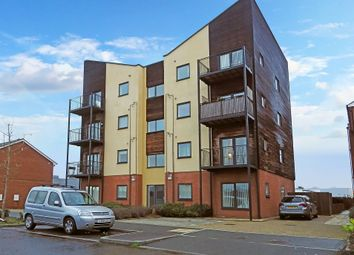 2 bed flat to rent in Edge Street, Aylesbury, Buckinghamshire HP19