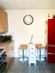 Thumbnail 1 bed flat to rent in Weymouth Terrace, London
