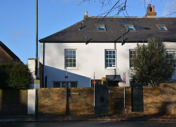Hampton Court Road, East Molesey KT8. 1 bed flat for sale