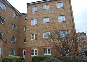 Thumbnail 1 bed flat to rent in Gidea Park, Romford
