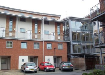 Thumbnail 3 bed maisonette to rent in Windmill Road, Slough