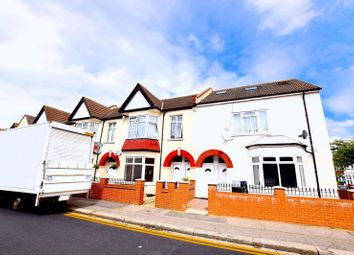 Thumbnail 1 bed flat to rent in Westborough Road, Westcliff-On-Sea