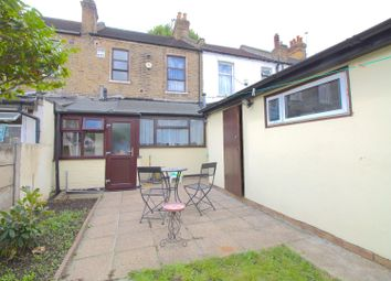 3 bed property for sale in Byron Avenue, London E12