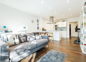 2 bed flat to rent in Paton Street, London EC1V