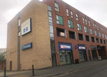 2 bed flat to rent in Poplar House, Phoebe Street, Salford M5