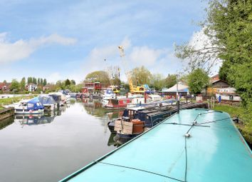 Thumbnail 2 bedroom houseboat for sale in Mill Green, Caversham