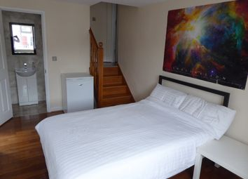Thumbnail Studio to rent in Westview Drive, Woodford Green, Essex