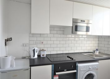3 bed flat to rent in Ellesmere Gardens, Ilford IG4